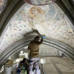 30. Restauration de la chapelle du St-Sépulcre par l'atelier Olivier Guyot. Retouche des fonds en cours (Photo : atelier O. Guyot)